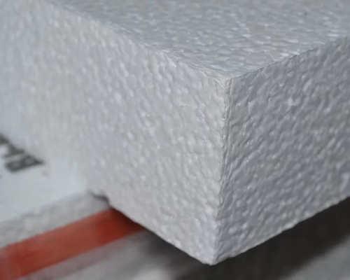 Белый пенопласт на складе